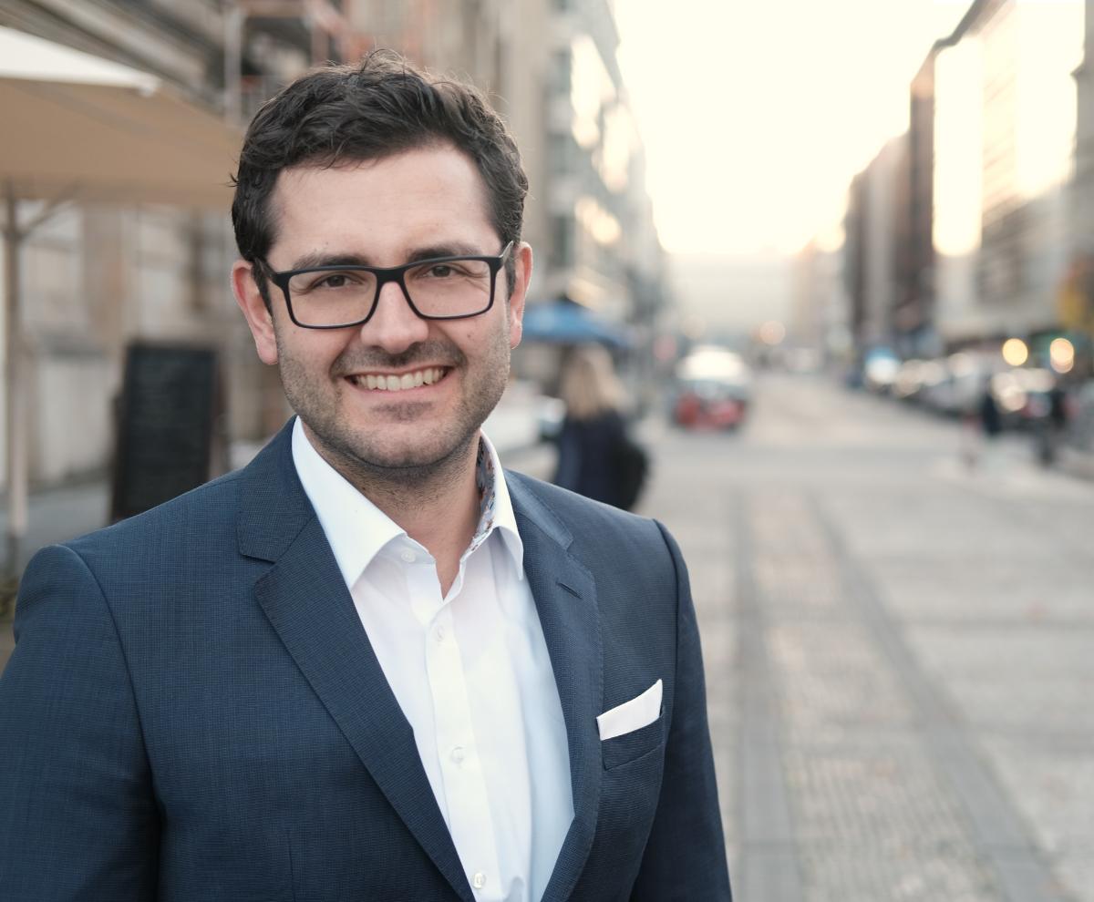 Roman Schapiro - Geschäftsführer Division: Human Resources